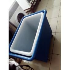 Тележка пластиковая для белья ( синяя)